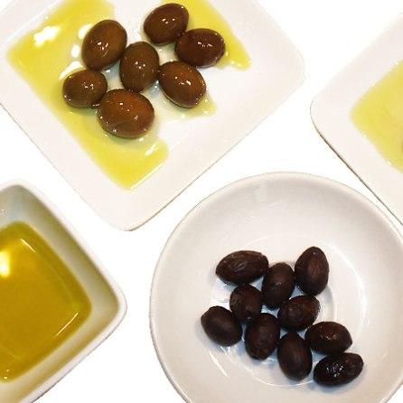 Bio-Oliven und Natives Bio-Olivenöl Extra
